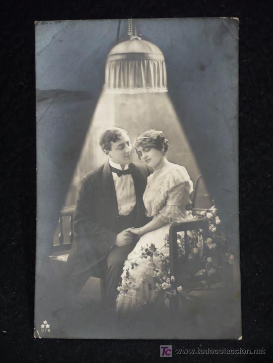 PAREJA A LA LUZ DE LAMPARA. 1914 CIRCULADA. BELLA CALIGRAFIA. (Postales - Postales Temáticas - Galantes y Mujeres)