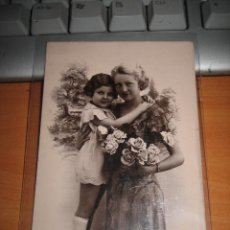 Postales: MADRE E HIJA . Lote 9687628