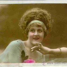 Postales: MUJER ROMPEDORA. POSTAL GALANTE, COLOREADA, C. 1920. Lote 24677109