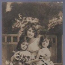Postales: TARJETA POSTAL ANTIGUA DE MUJERES CON FAMILIA. . Lote 12720217