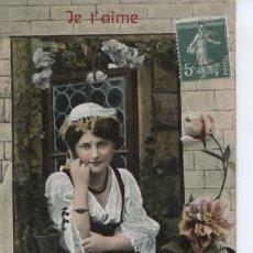 Postales: POSTAL ANTIGUA ROMANTICA CIRCULADA EN 1908 ++ PRECIOSA MUCHACHA EN LA VENTANA. Lote 16887460