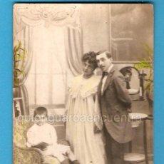Postales: FOTO POSTAL ROMÁNTICA FAMILIAR, LOS PADRES Y EL NIÑO. Lote 26799574