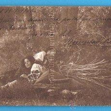 Postales: POSTAL ROMÁNTICA DE 1902, PAREJA DE NOVIOS DORMIDOS EN UN PARQUE. Lote 22576683