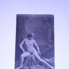Postales: EROTICA.FOTOGRAFIA DESNUDO FEMENINO EN TARJETA TIPO POSTAL SIN DATOS. . Lote 26967966