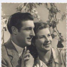 Postales: POSTAL ROMANTICA ANTIGUA *PAREJA ENAMORADOS* - 1951. Lote 29443718