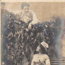 Postales: GALANTERIAS EN EL PARQUE, DE RAYADO CONTINUO CIRCULADA EN 1904 (VER DORSO). Lote 31242043