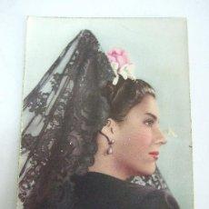 Postales: POSTAL NO CIRCULADA - ANTIGUA FOTO DE MUJER CON MANTILLA - COLOREADA - 1961. Lote 31282751