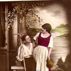 Postales: POSTAL FOTOGRÁFICA COLOREADA, PAREJA ROMANTICA .CIRCULADA 1921.. Lote 32998153