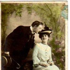 Postales: POSTAL FOTOGRÁFICA COLOREADA, PAREJA ROMANTICA .CIRCULADA 1906.. Lote 32998165