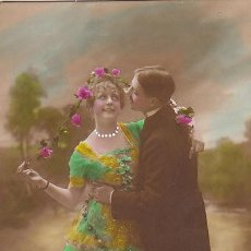 Postales: NOVIOS, COLOREADA A MANO, ESCRITA EN 1920. Lote 33253694