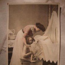 Postais: TARJETA POSTAL ORIGINAL P.P.S.XX ROMANTICA, BAÑO DE NIÑA, COLOREADA, CA.1905. Lote 33800791