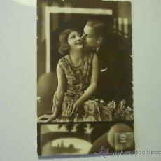 Postales: POSTAL PAREJA ENAMORADOS.--ESCRITA FECHADA AÑO 1934. Lote 34514333