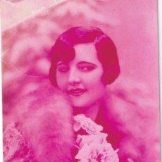 Postales: ANTIGUA POSTAL DE UNA JOVEN CON ROSAS - ESCRITA 1931. Lote 35013646