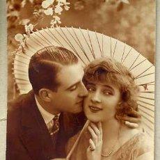 Postales: PAREJA Y SOMBRILLA 1926. Lote 35977953