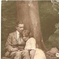 Postales: PAREJA DE ENAMORADOS - POSTAL COLOREADA INGLESA - CIRCULADA EN INGLATERRA AÑO 1913. Lote 43155612