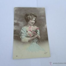 Postales: MUJER CON FLORES - ESCRITA 1912 - CON SELLO - CIRCULADA. Lote 43278996