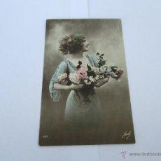 Postales: MUJER CON FLORES - ESCRITA 1912 - CON SELLO - CIRCULADA. Lote 43279358