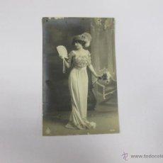 Postales: MUJER CON ABANICO - ESCRITA 1911 - CON SELLO - CIRCULADA. Lote 43595982