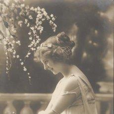 Postales: PENSATIVA. POSTAL FRANCESA, IMPRESA C. 1903. COLOREADA DE ÉPOCA. SIN CIRCULAR. TEXTO EN ANVERSO. Lote 45175255
