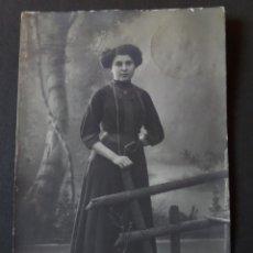 Postales: FOTO POSTAL DE MUJER DEL AÑO 1912. CIRCULADA DESDE ESTRASBURGO CON SELLO.. Lote 47361042
