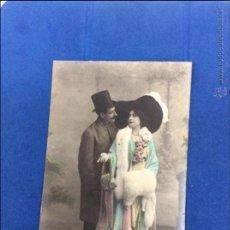 Postales: ELEGANTE PAREJA DE PRINCIPIOS DEL S.XX. FECHA 1915. SELLO POSTAL.. Lote 50049164