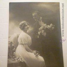 Postales: POSTAL ROMANTICA PAREJA BLANCO Y NEGRO. ED. MARGARA 310. ESCRITA 1918. Lote 54185662