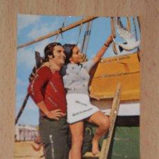 Postales: PRECIOSA POSTAL DE LOS AÑOS 70 CON DETALLES ENGALARDONADOS EN PURPURINA , MODELOS COLECCIONABLES. Lote 54440738