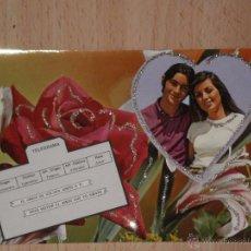 Postales: PRECIOSA POSTAL DE LOS AÑOS 70 CON DETALLES ENGALARDONADOS EN PURPURINA , MODELOS COLECCIONABLES. Lote 54451029