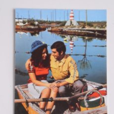 Postales: PRECIOSA POSTAL DE LOS AÑOS 70 CON DETALLES ENGALARDONADOS EN PURPURINA , MODELOS COLECCIONABLES. Lote 54673297