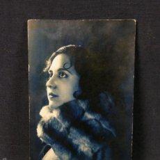 Postales: POSTAL TONOS AZULES MUJER CON ESTOLA PIEL VISÓN AÑO 1929 INSCRITA. Lote 57464596