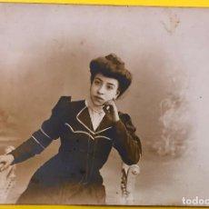 Postales: POSTAL MUJER POSANDO EN BANQUETA CELEDONIO LOPEZ FOT MADRID FIN S XIX. Lote 67589925