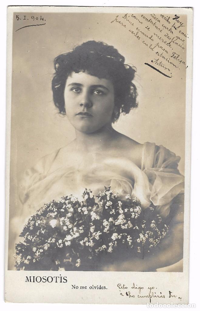 ANTIGUA POSTAL CIRC. 1904 - M. P. MADRID - MUJER RAMO DE FLORES - MIOSOTIS - NO ME OLVIDES (Postales - Postales Temáticas - Galantes y Mujeres)