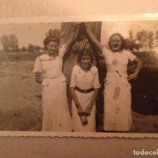 Postcards - 4 POSTALES CON FOTOGRAFÍAS AÑOS 50...JÓVENES Y ANCIANA Y FAMILIA - 77421825