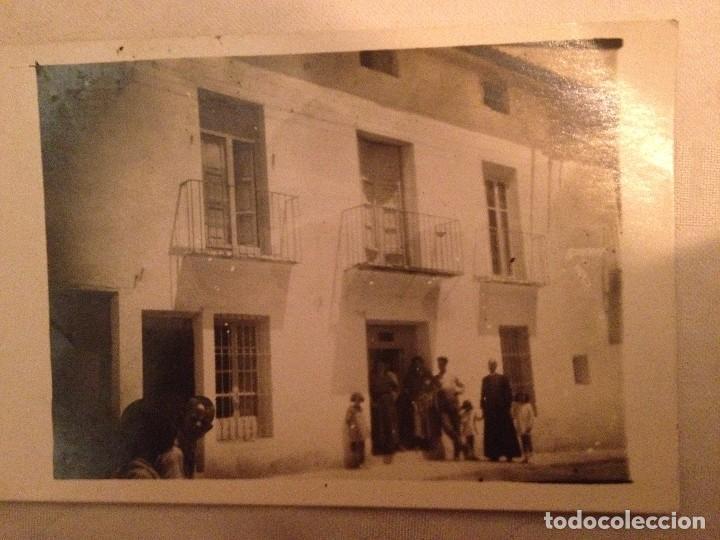 Postales: 4 POSTALES CON FOTOGRAFÍAS AÑOS 50...JÓVENES Y ANCIANA Y FAMILIA - Foto 4 - 77421825