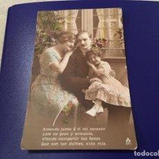 Postales: ANTIQUÍSIMA TARJETA POSTAL COLOREADA- FAMILIA- ESCRITA. Lote 77670369