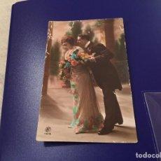 Postales: ANTIQUÍSIMA TARJETA POSTAL COLOREADA- ENAMORADOS -ESCRITA 1915. Lote 77670393