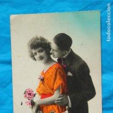 Postales: ANTIGUA POSTAL 1935 PAREJA DE ENAMORADOS, ESCRITA. Lote 80859035