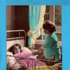 Postales: POSTAL DE FRANCIA NIÑAS EN LA CAMA EDITÓ GL ESCRITA . Lote 84023256
