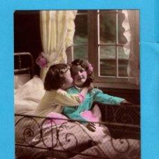 Postales: POSTAL DE FRANCIA NIÑAS EN LA CAMA EDITÓ GL ESCRITA AÑO1916. Lote 84023924