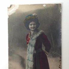 Postales: POSTAL DAMA, COLOREADA (CADAQUES 1910). Lote 93870510