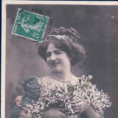 Postales: POSTAL RETRATO MUJER ROMANTICA Y FLORES - MUGUET DE MXI - BONHEUR POUR L'ANNEE - AN 862 - CIRCULADA. Lote 105874095