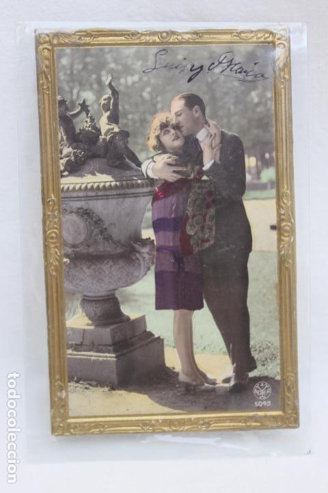 POSTAL ROMANTICA TROQUELADA MARCO DORADO. AÑOS 20 (Postales - Postales Temáticas - Galantes y Mujeres)