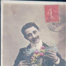 Postales: POSTAL RETRATO GALAN CON RAMO DE FLORES - AN 443 - CIRCULADA. Lote 109537919