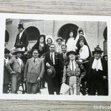 Postales: CARRO CON CHOFER - MUJERES CON MANTILLAS, PEINETAS Y MANTONES, TORERO - PLAZA TOROS MADRID. Lote 115282763