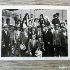 Postales: CARRO CON CHOFER - MUJERES CON MANTILLAS, PEINETAS Y TORERO - PLAZA DE TOROS DE MADRID. Lote 115282887