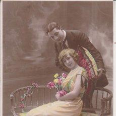 Postales: POSTAL ROMANTICA. PAREJA DE ENAMORADOS. Lote 117463727