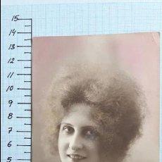 Postales: POSTAL MUJER JOVEN CON COLLAR. COLMENAR VIEJO 1922.. Lote 128135303