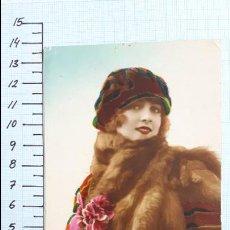 Postales: POSTAL MUJER JOVEN CON ESTOLA DE PIEL. COLMENAR VIEJO 1923.. Lote 128136375