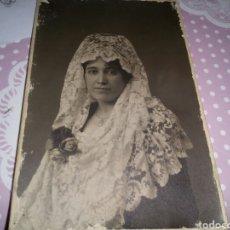 Postales: MUY ANTIGUA POSTAL. MUJER CON MANTILLA. AMADOR FOTÓGRAFO. MADRID. PRINCIPIOS DEL S. XX.. Lote 128968559