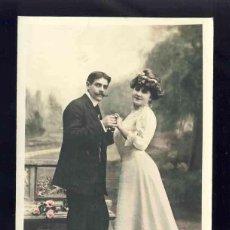 Postales: POSTAL ROMANTICA: PAREJA DE ENAMORADOS. COLOREADA. Lote 132065726